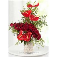 Adı Aşk Kırmızı Güller ve Antoryumlar